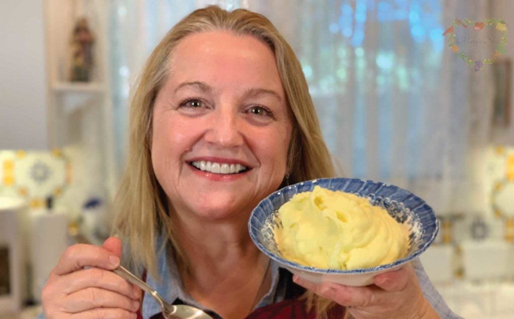 Make Ahead Whipped Mashed Potatoes (VIDEO)